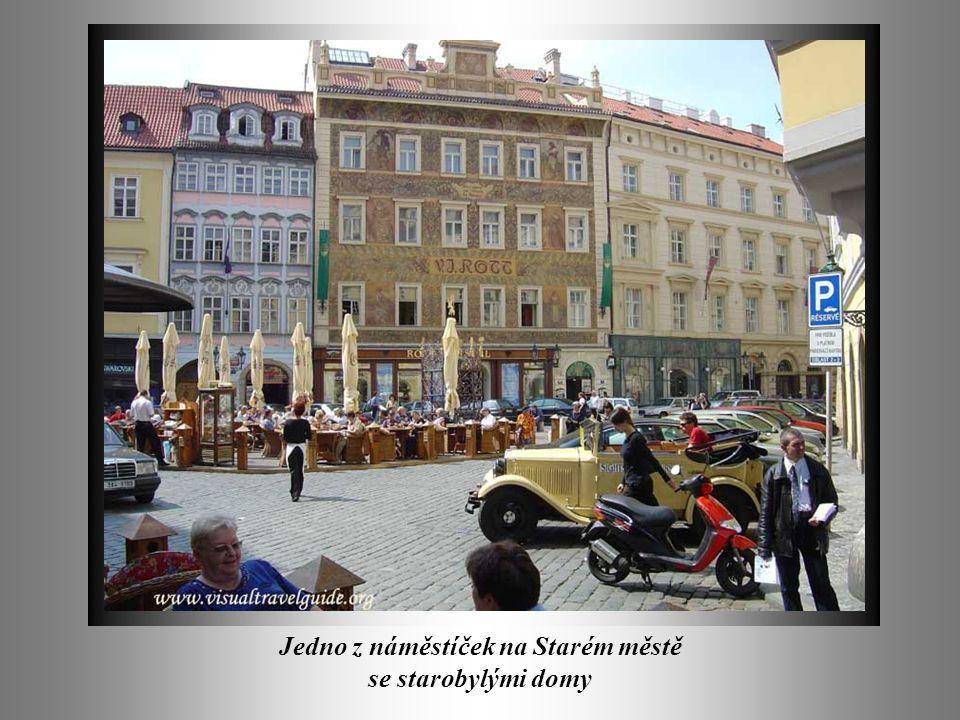 Jedno z náměstíček na Starém městě