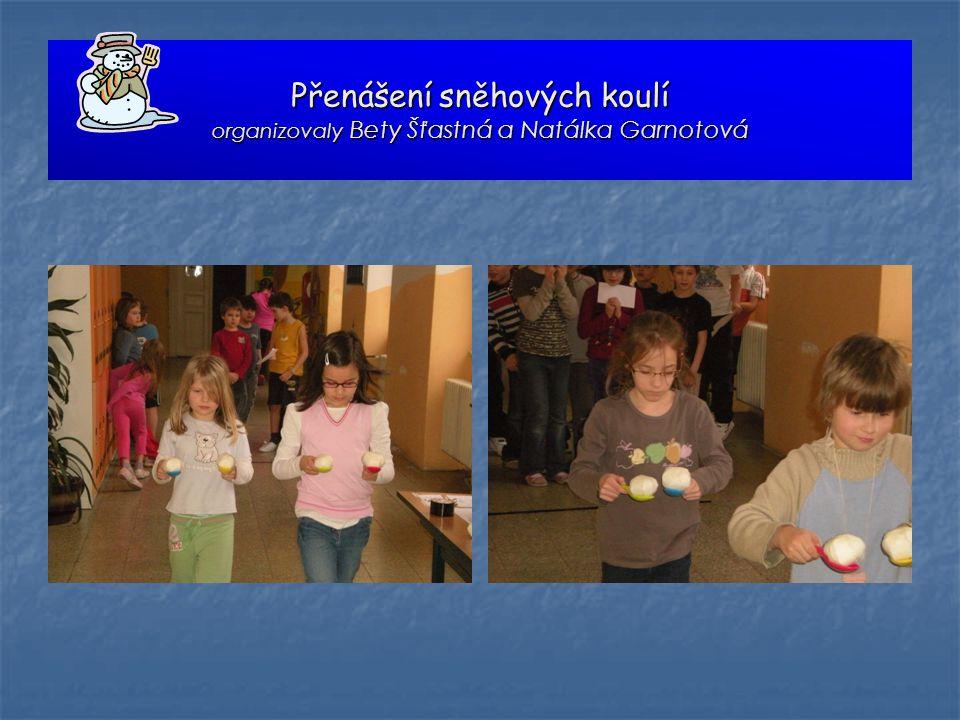Přenášení sněhových koulí organizovaly Bety Šťastná a Natálka Garnotová