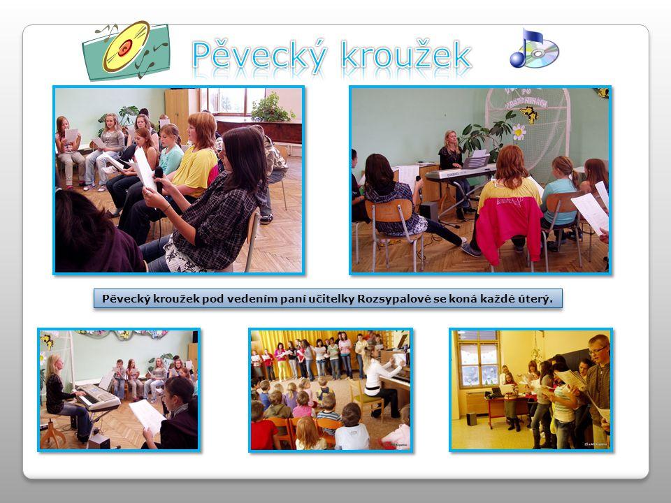 Pěvecký kroužek Pěvecký kroužek pod vedením paní učitelky Rozsypalové se koná každé úterý.