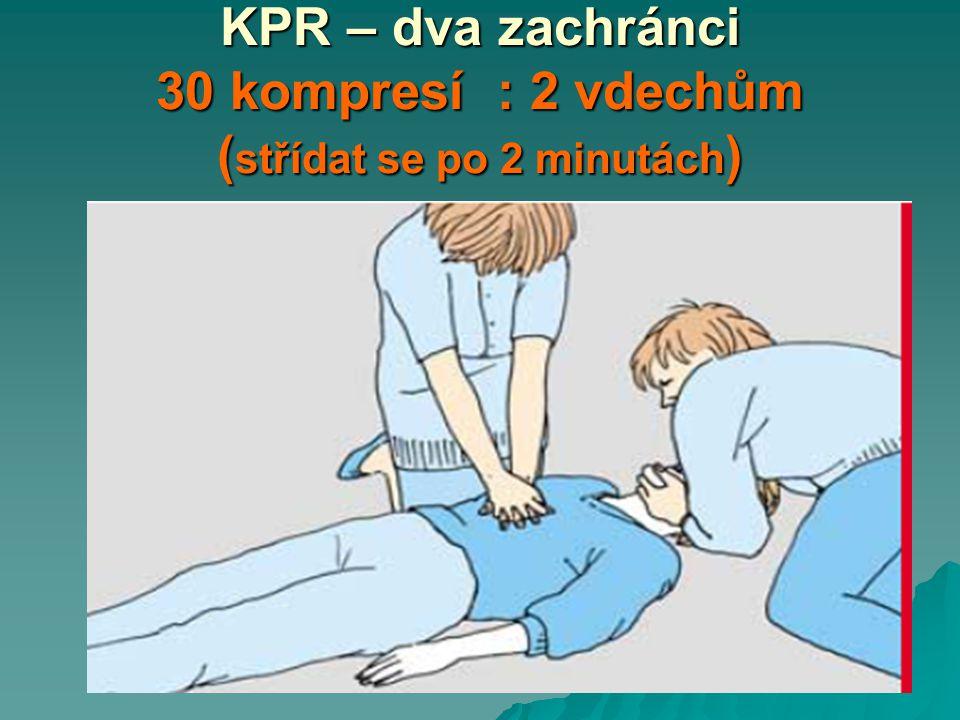 KPR – dva zachránci 30 kompresí : 2 vdechům (střídat se po 2 minutách)