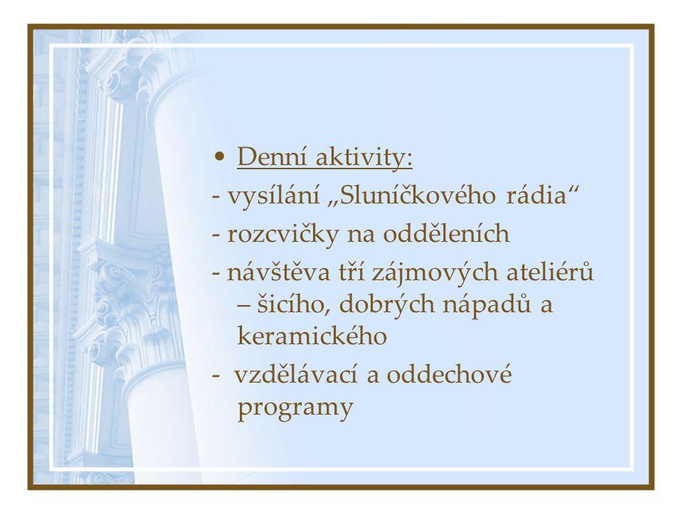 """Denní aktivity: - vysílání """"Sluníčkového rádia - rozcvičky na odděleních."""