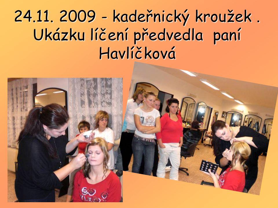 24.11. 2009 - kadeřnický kroužek . Ukázku líčení předvedla paní Havlíčková