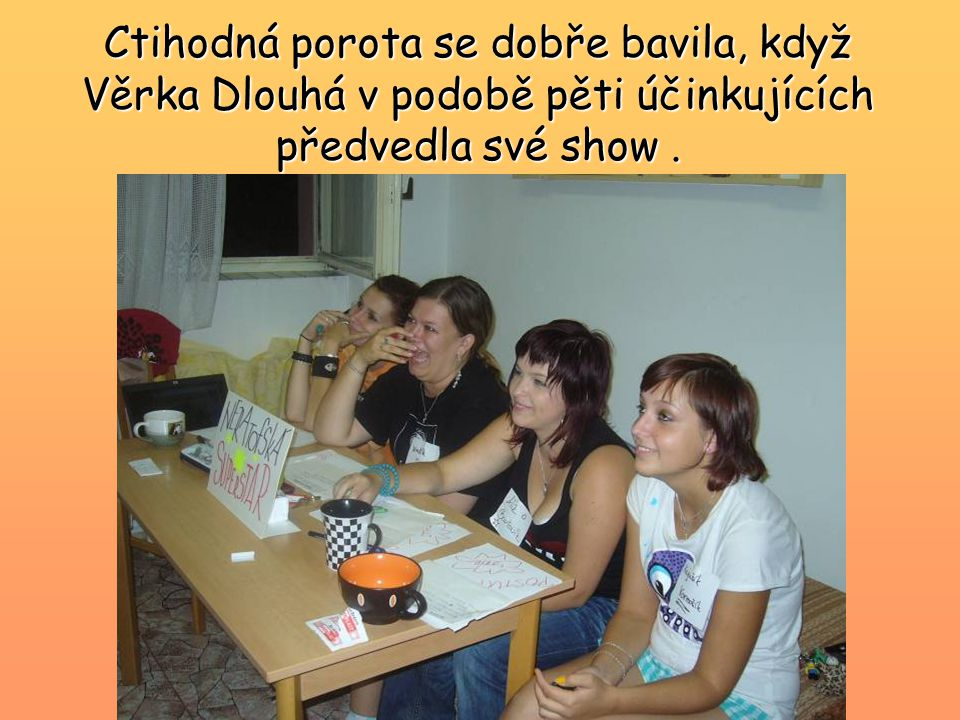 Ctihodná porota se dobře bavila, když Věrka Dlouhá v podobě pěti účinkujících předvedla své show .