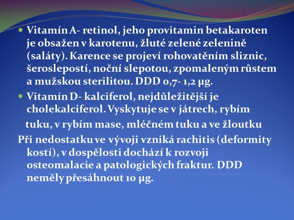 Vitamín A- retinol, jeho provitamin betakaroten je obsažen v karotenu, žluté zelené zelenině (saláty). Karence se projeví rohovatěním sliznic, šeroslepostí, noční slepotou, zpomaleným růstem a mužskou sterilitou. DDD 0,7- 1,2 μg.