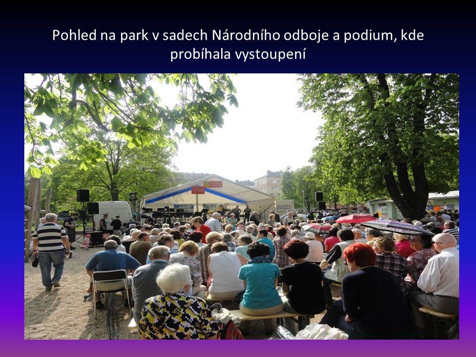 Pohled na park v sadech Národního odboje a podium, kde probíhala vystoupení