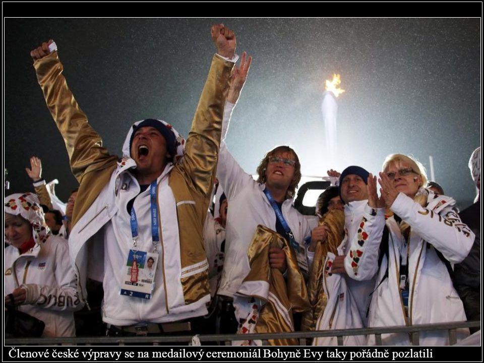 Členové české výpravy se na medailový ceremoniál Bohyně Evy taky pořádně pozlatili