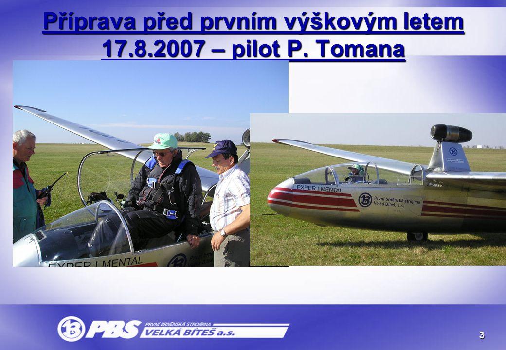 Příprava před prvním výškovým letem 17.8.2007 – pilot P. Tomana