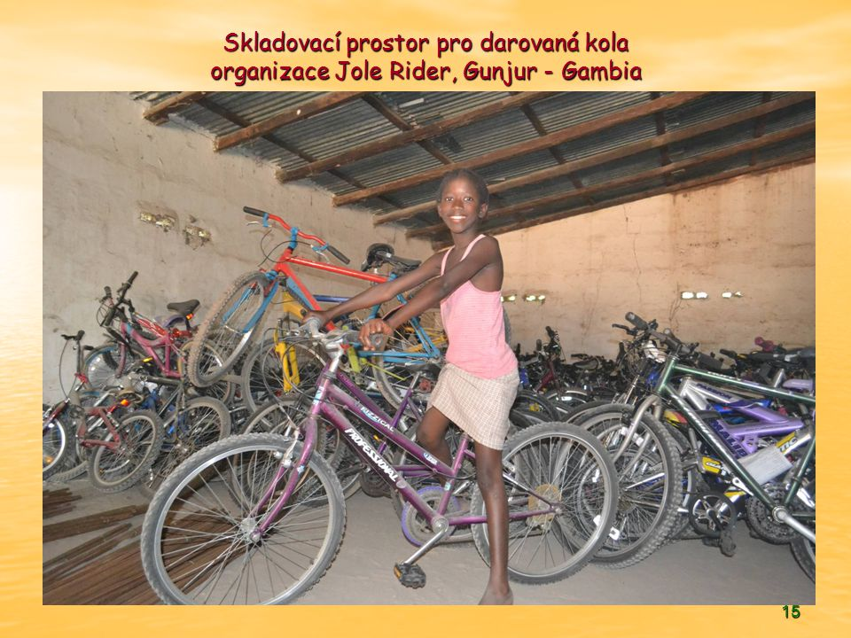 Skladovací prostor pro darovaná kola organizace Jole Rider, Gunjur - Gambia