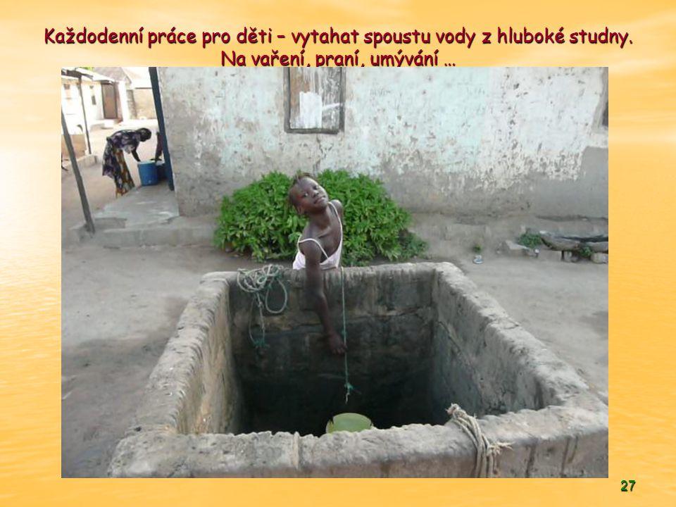 Každodenní práce pro děti – vytahat spoustu vody z hluboké studny