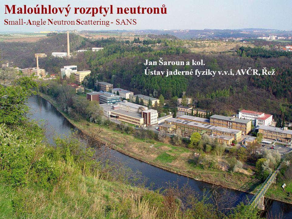 Maloúhlový rozptyl neutronů