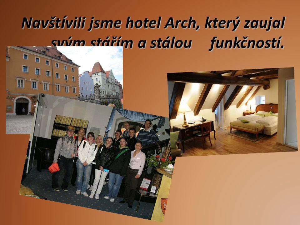 Navštívili jsme hotel Arch, který zaujal svým stářím a stálou funkčností.