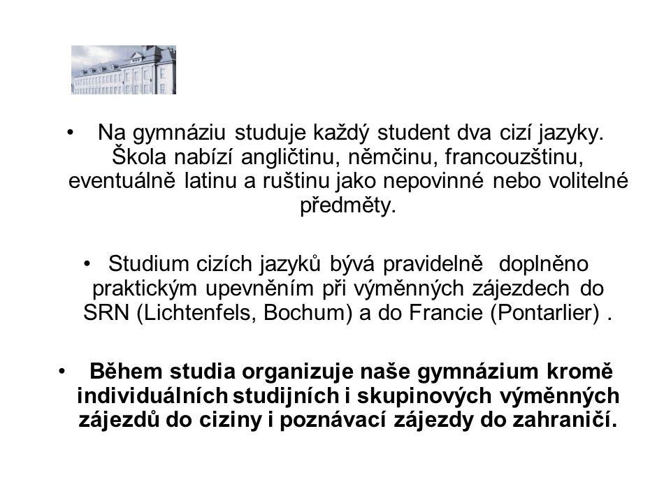 Na gymnáziu studuje každý student dva cizí jazyky