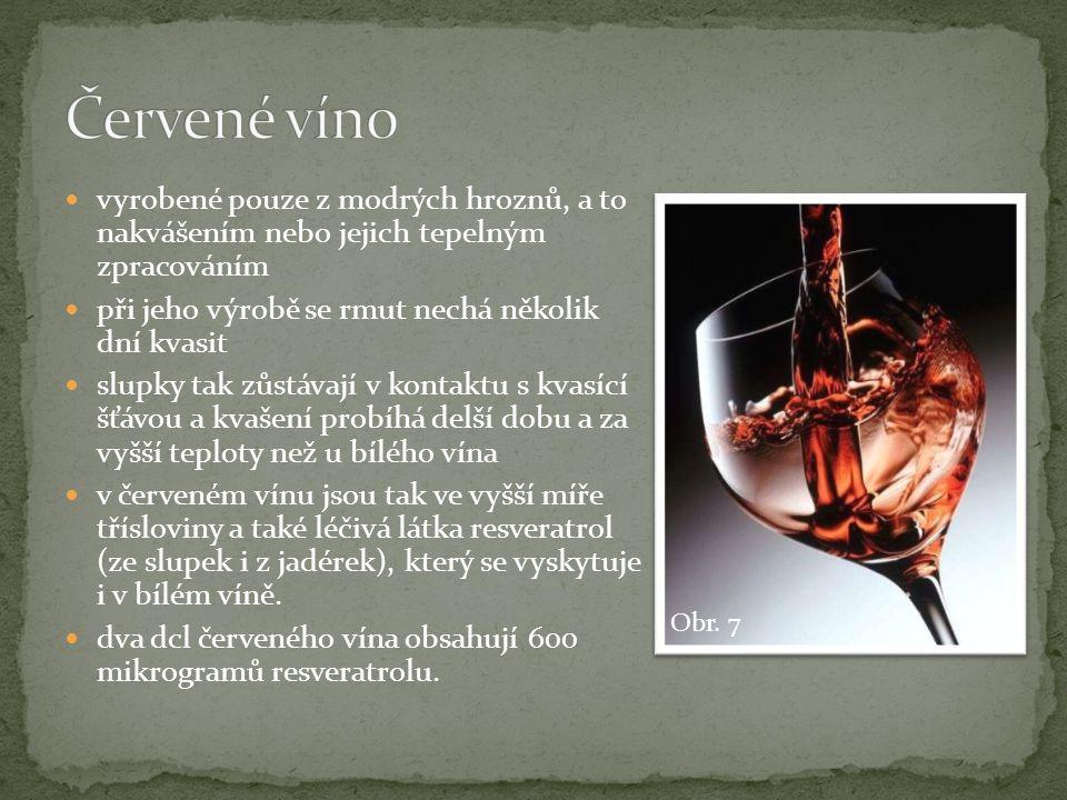 Červené víno vyrobené pouze z modrých hroznů, a to nakvášením nebo jejich tepelným zpracováním. při jeho výrobě se rmut nechá několik dní kvasit.