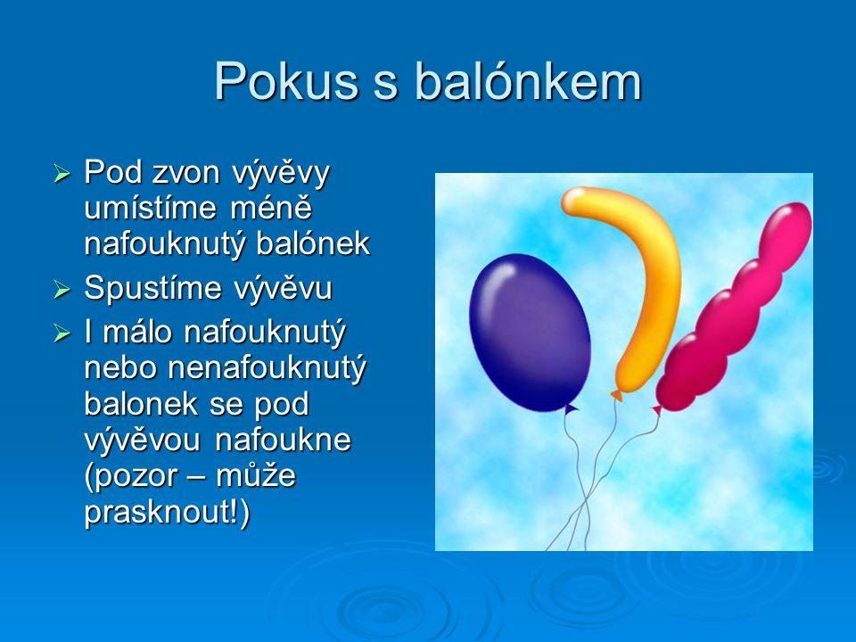 Pokus s balónkem Pod zvon vývěvy umístíme méně nafouknutý balónek