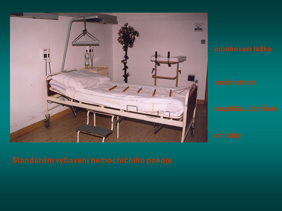Standardní vybavení nemocničního pokoje
