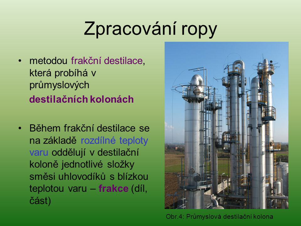 Zpracování ropy metodou frakční destilace, která probíhá v průmyslových. destilačních kolonách.