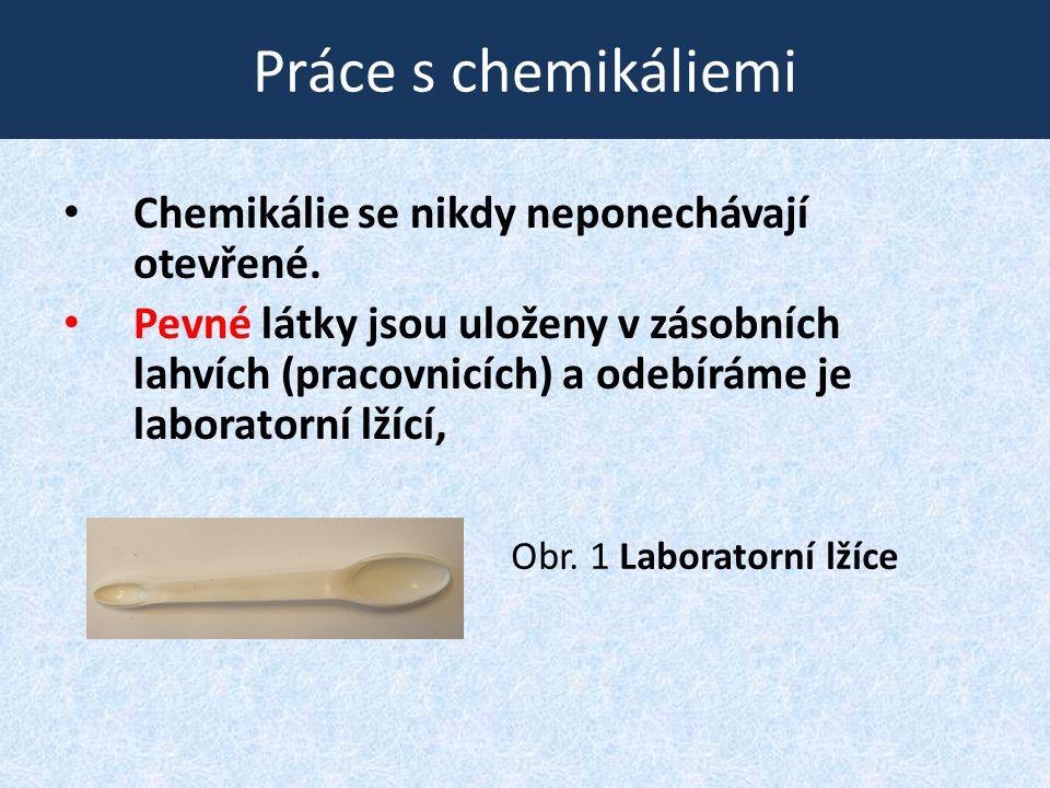 Práce s chemikáliemi Chemikálie se nikdy neponechávají otevřené.