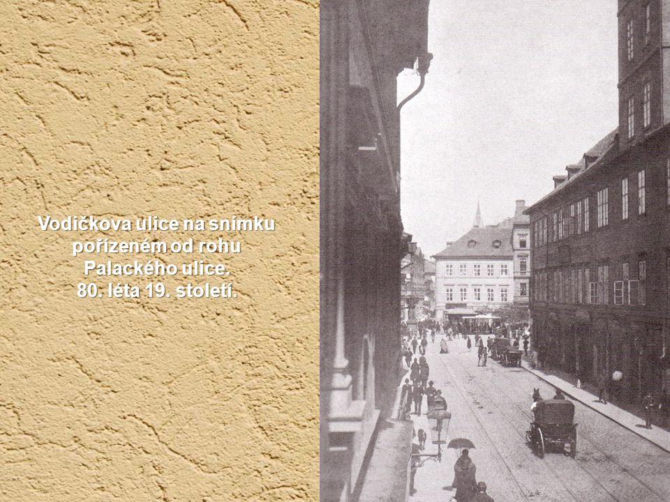 Vodičkova ulice na snímku pořízeném od rohu Palackého ulice. 80