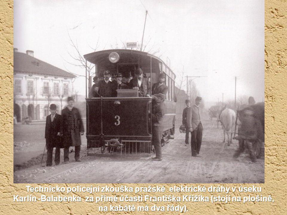 Technicko policejní zkouška pražské elektrické dráhy v úseku Karlín -Balabenka za přímé účasti Františka Křižíka (stojí na plošině, na kabátě má dva řády).