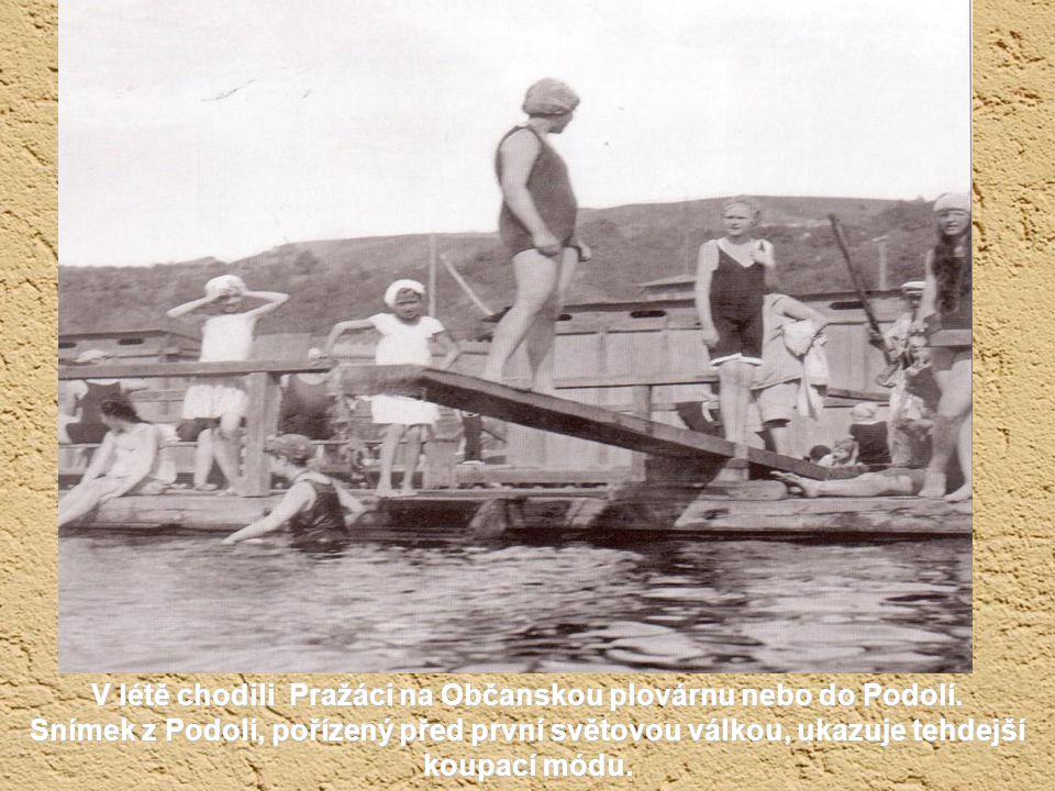 V létě chodili Pražáci na Občanskou plovárnu nebo do Podolí