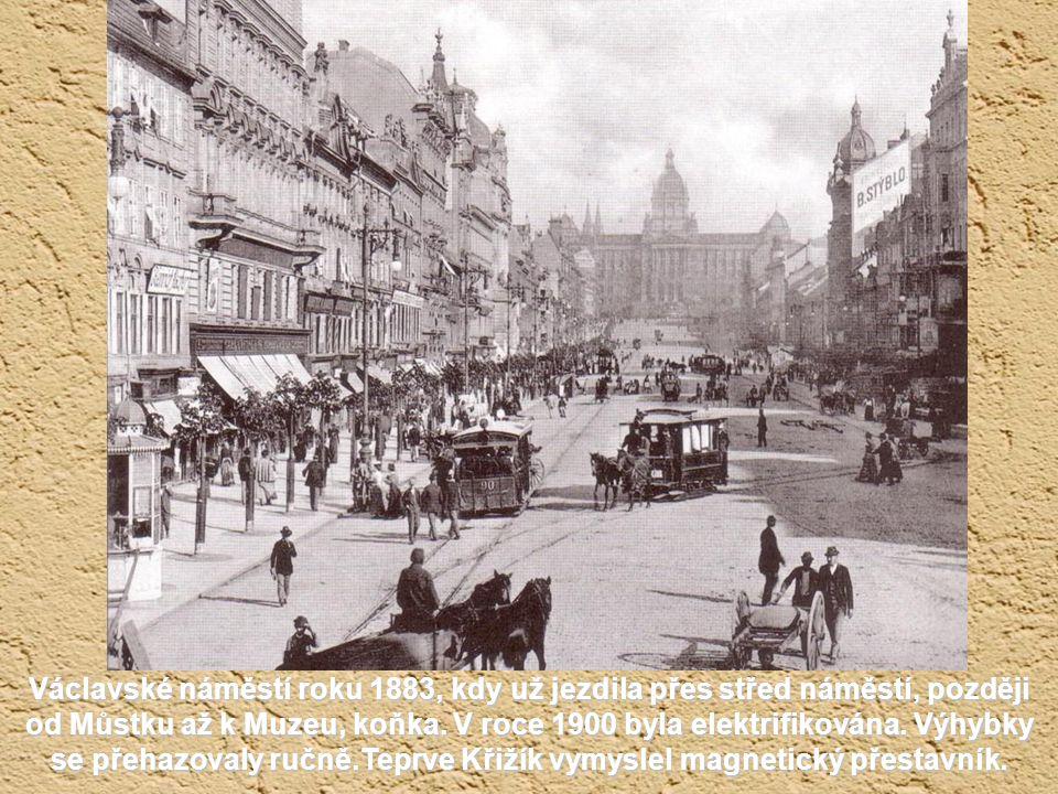 Václavské náměstí roku 1883, kdy už jezdila přes střed náměstí, později od Můstku až k Muzeu, koňka.