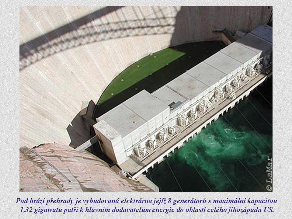 Pod hrází přehrady je vybudovaná elektrárna jejíž 8 generátorů s maximální kapacitou