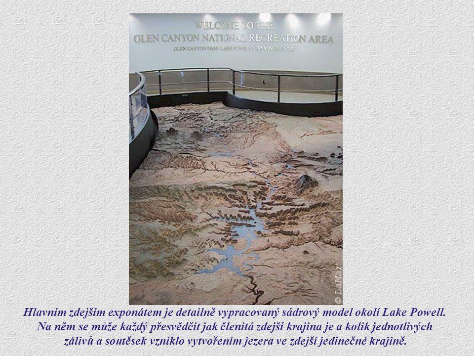 Hlavním zdejším exponátem je detailně vypracovaný sádrový model okolí Lake Powell.