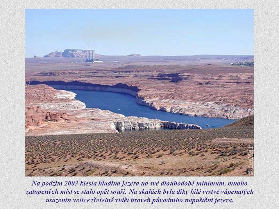 Na podzim 2003 klesla hladina jezera na své dlouhodobé minimum, mnoho