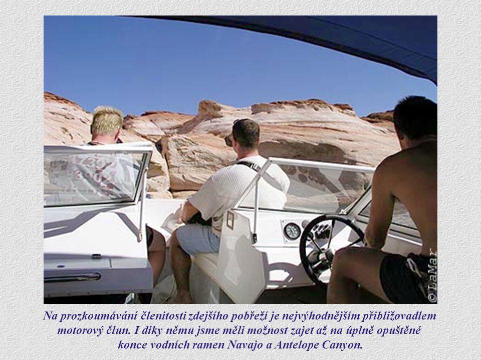 konce vodních ramen Navajo a Antelope Canyon.