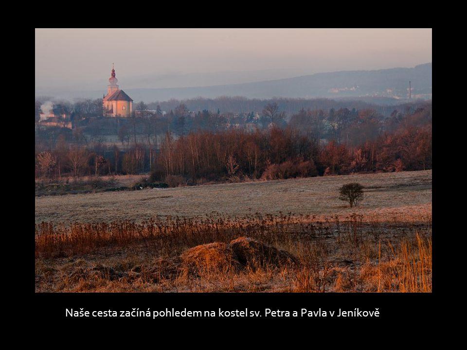 Naše cesta začíná pohledem na kostel sv. Petra a Pavla v Jeníkově