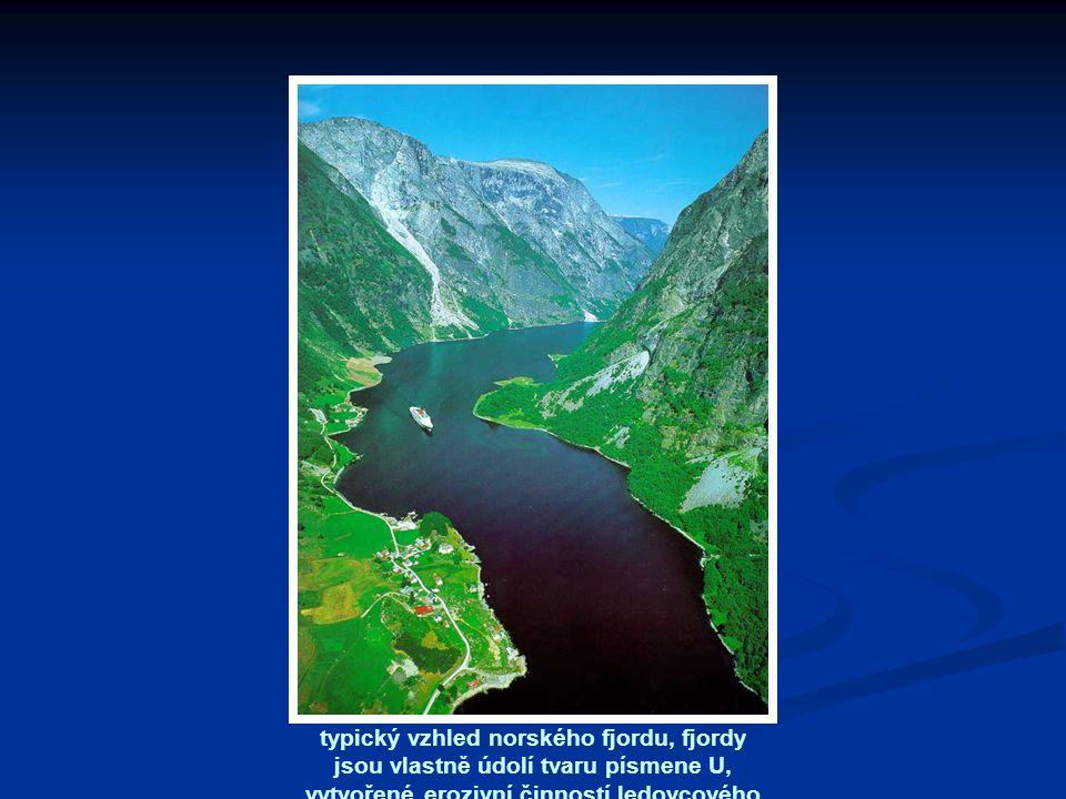 typický vzhled norského fjordu, fjordy jsou vlastně údolí tvaru písmene U, vytvořené erozivní činností ledovcového splazu a druhotně zaplavených vodou