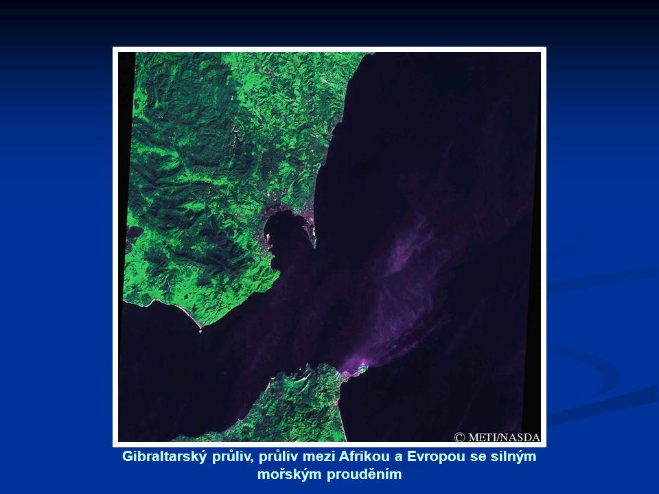 Gibraltarský průliv, průliv mezi Afrikou a Evropou se silným mořským prouděním
