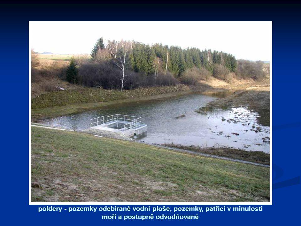 poldery - pozemky odebírané vodní ploše, pozemky, patřící v minulosti moři a postupně odvodňované