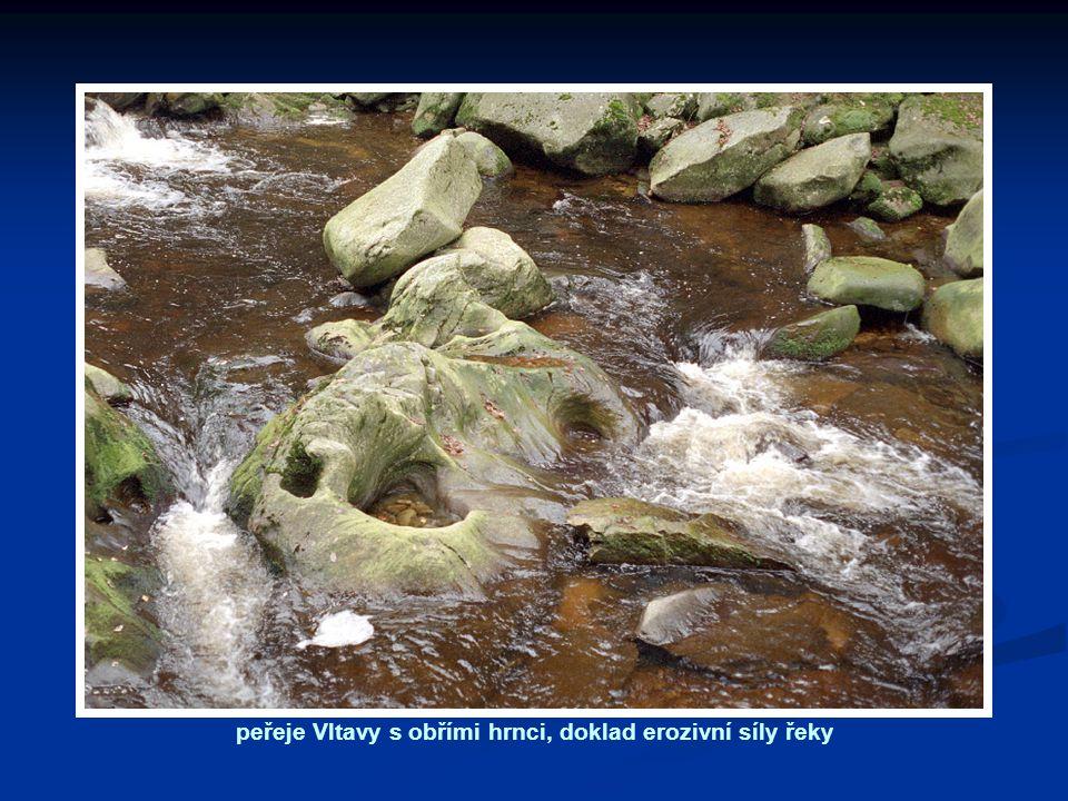 peřeje Vltavy s obřími hrnci, doklad erozivní síly řeky