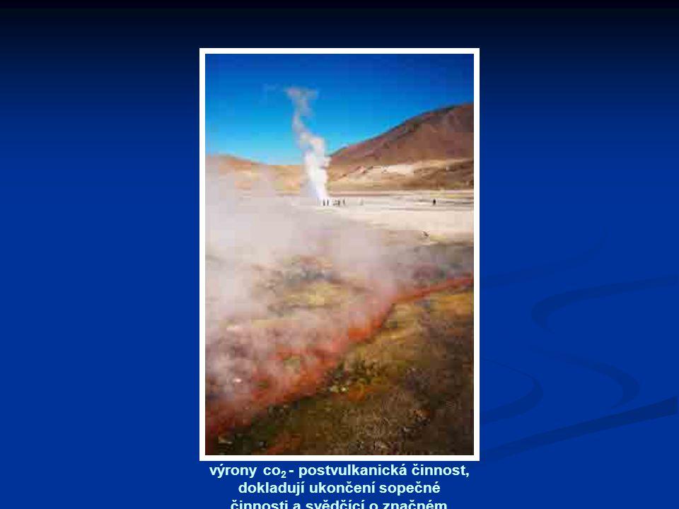 výrony co2 - postvulkanická činnost, dokladují ukončení sopečné činnosti a svědčící o značném geotermickém gradientu