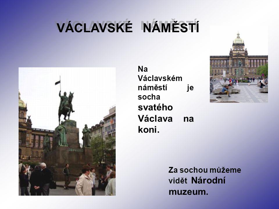 VÁCLAVSKÉ NÁMĚSTÍ Na Václavském náměstí je socha svatého Václava na koni.