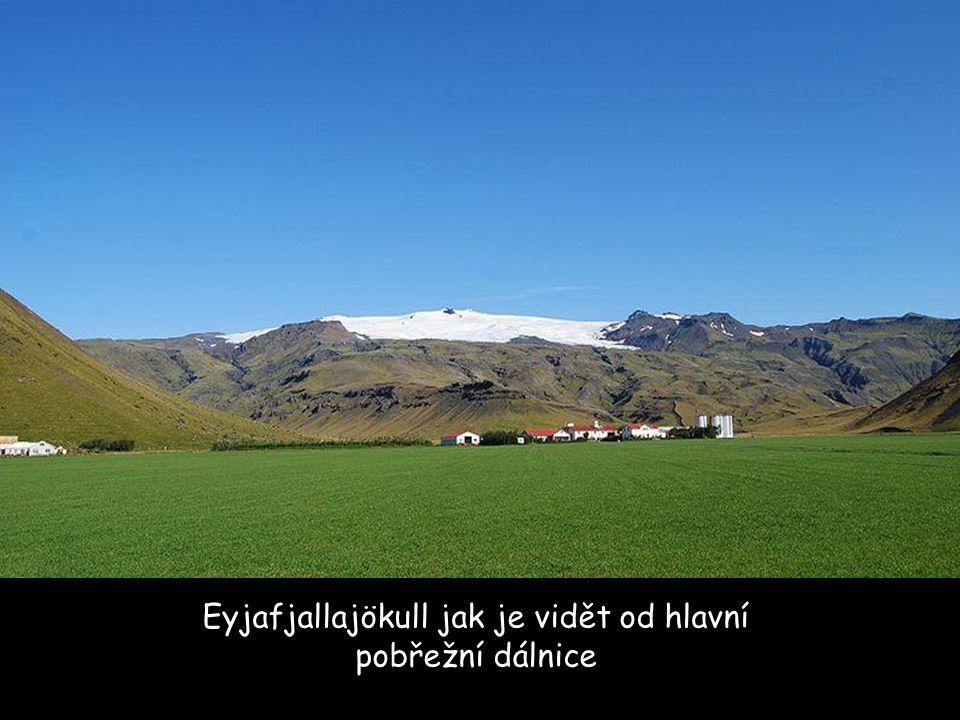 Eyjafjallajökull jak je vidět od hlavní pobřežní dálnice