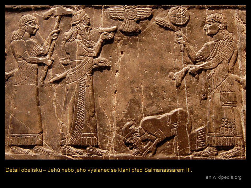 Detail obelisku – Jehú nebo jeho vyslanec se klaní před Salmanassarem III.