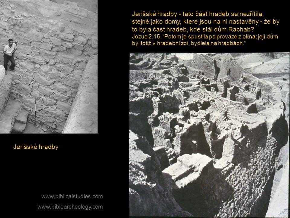 Jerišské hradby - tato část hradeb se nezřítila, stejně jako domy, které jsou na ni nastavěny - že by to byla část hradeb, kde stál dům Rachab