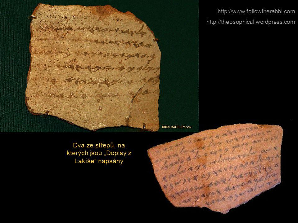 """Dva ze střepů, na kterých jsou """"Dopisy z Lakíše napsány"""