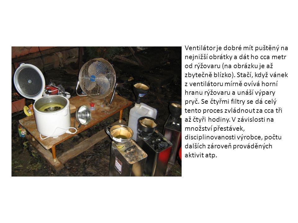 Ventilátor je dobré mít puštěný na nejnižší obrátky a dát ho cca metr od rýžovaru (na obrázku je až zbytečně blízko).