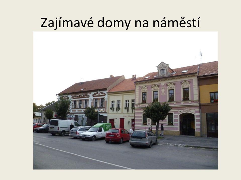 Zajímavé domy na náměstí