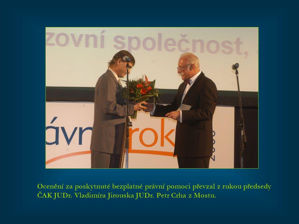 Ocenění za poskytnuté bezplatné právní pomoci převzal z rukou předsedy ČAK JUDr.