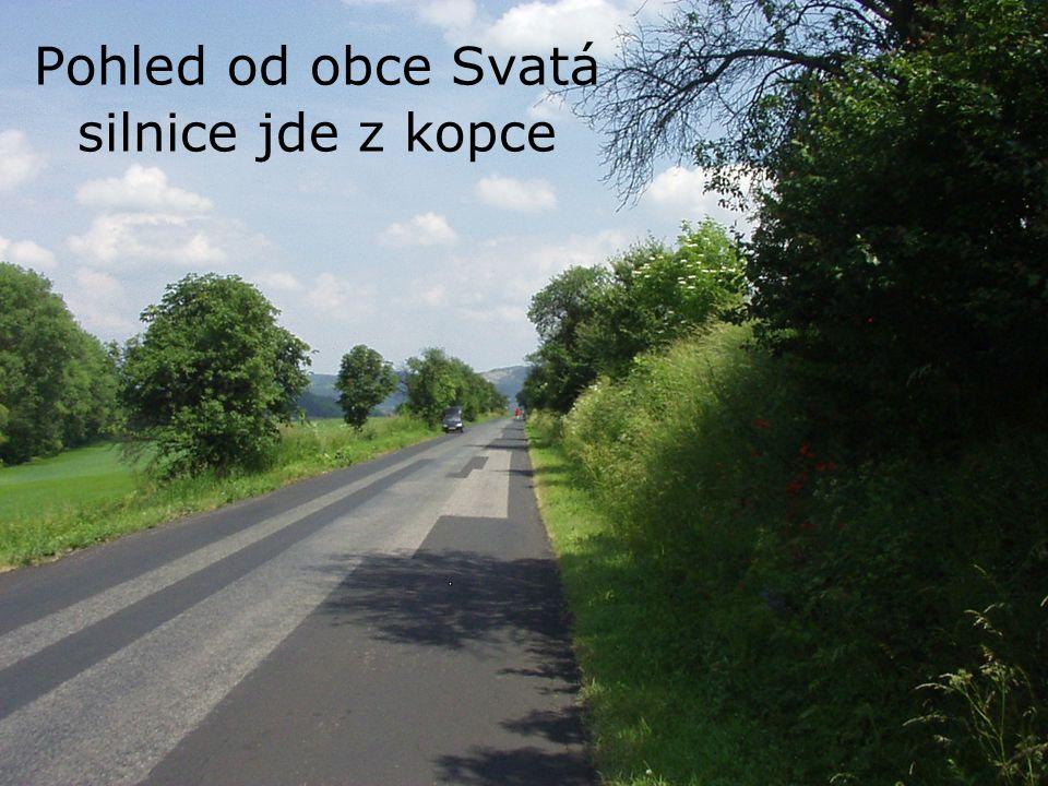 Pohled od obce Svatá silnice jde z kopce