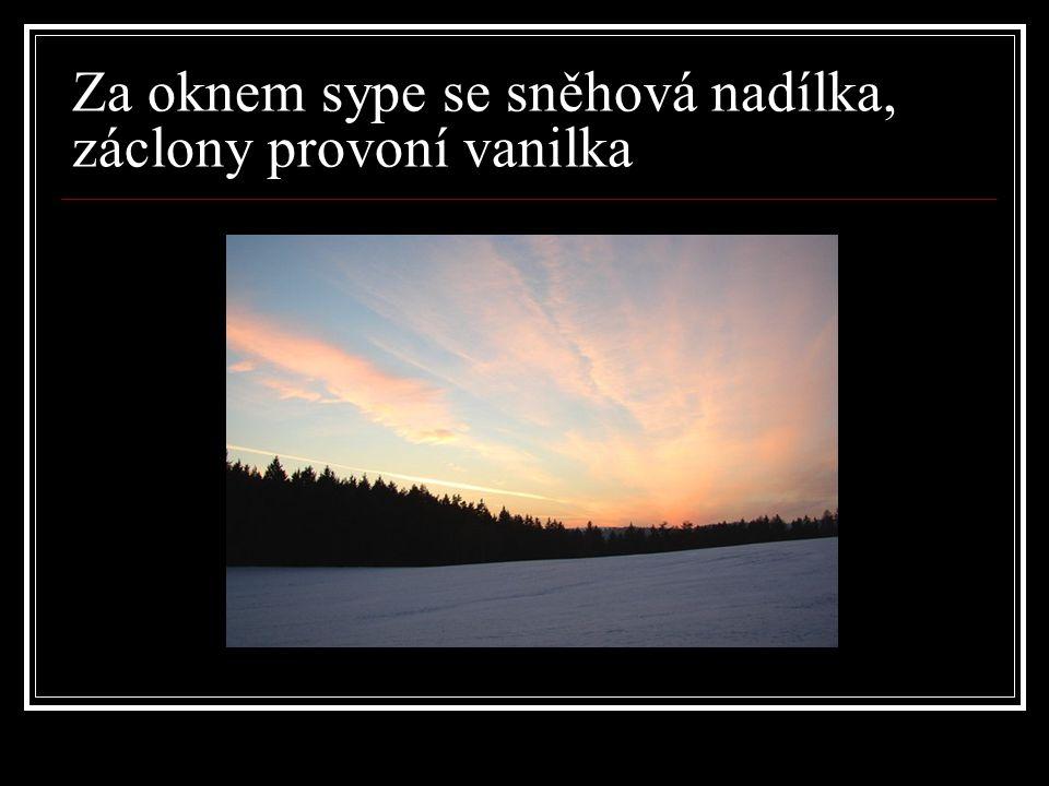 Za oknem sype se sněhová nadílka, záclony provoní vanilka