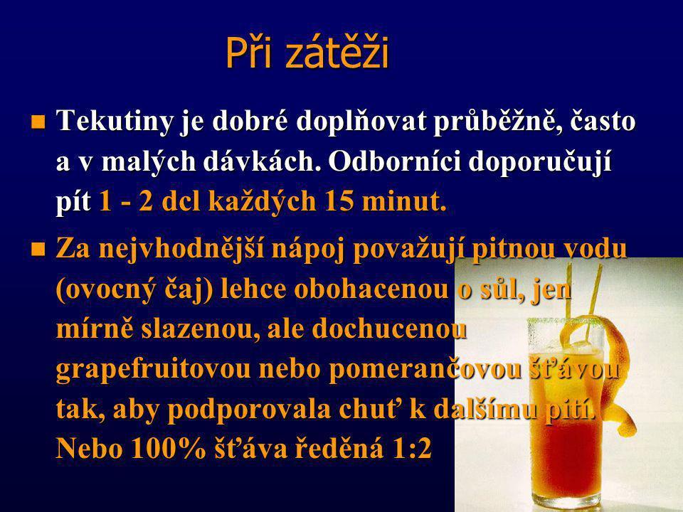 Při zátěži Tekutiny je dobré doplňovat průběžně, často a v malých dávkách. Odborníci doporučují pít 1 - 2 dcl každých 15 minut.
