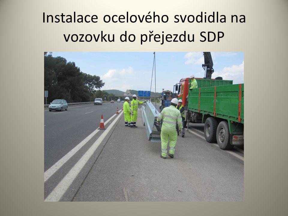 Instalace ocelového svodidla na vozovku do přejezdu SDP