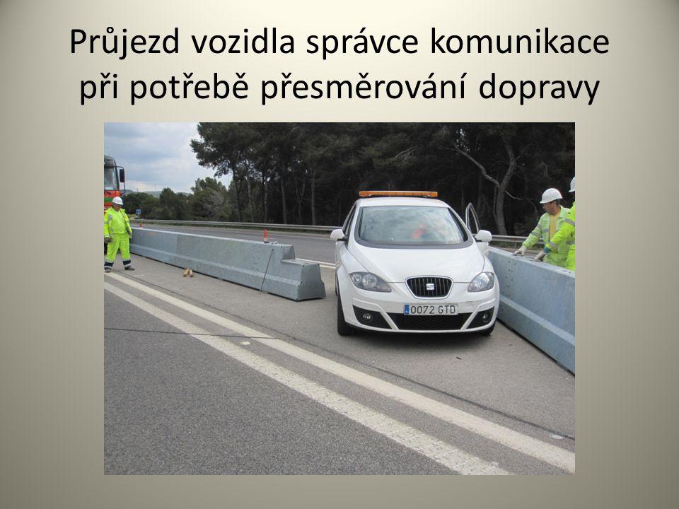 Průjezd vozidla správce komunikace při potřebě přesměrování dopravy