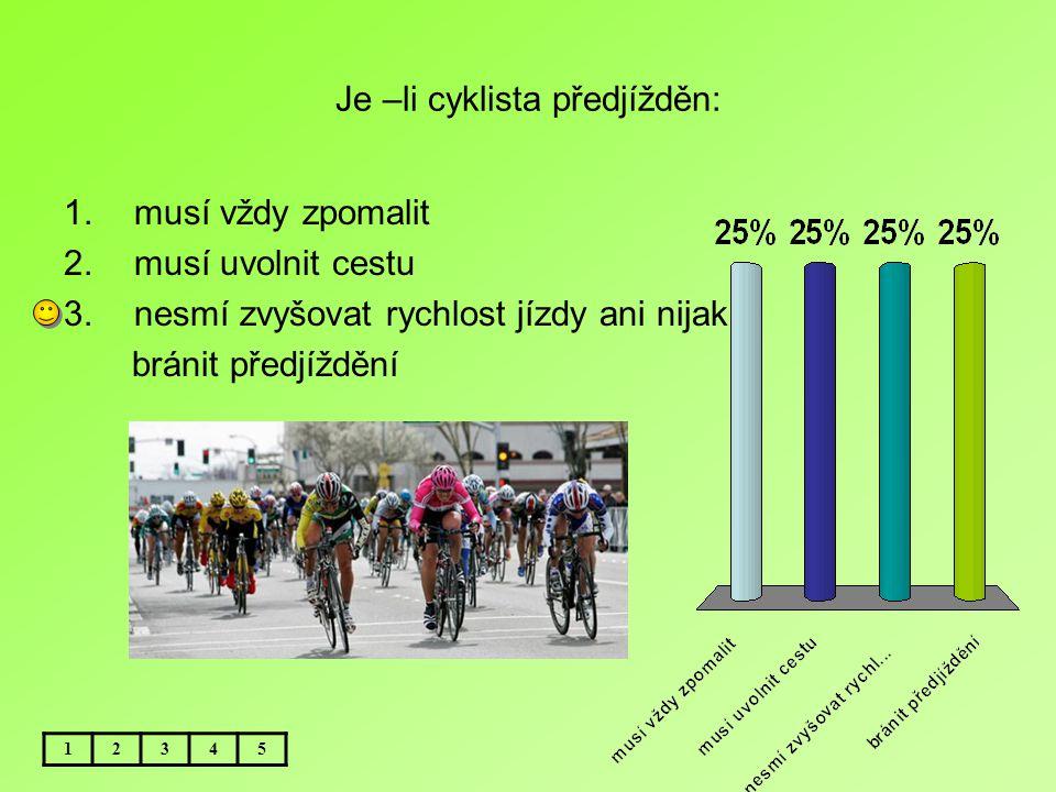 Je –li cyklista předjížděn:
