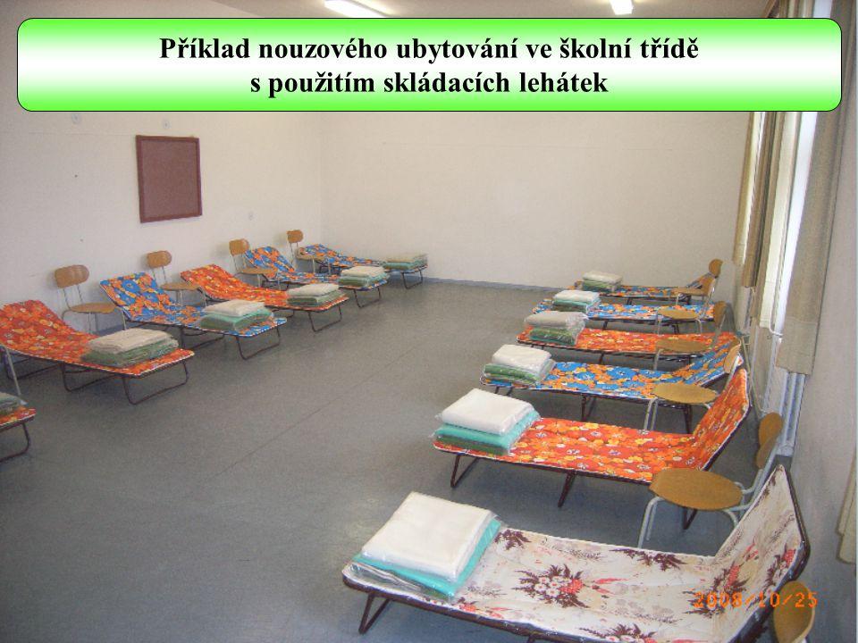 Příklad nouzového ubytování ve školní třídě